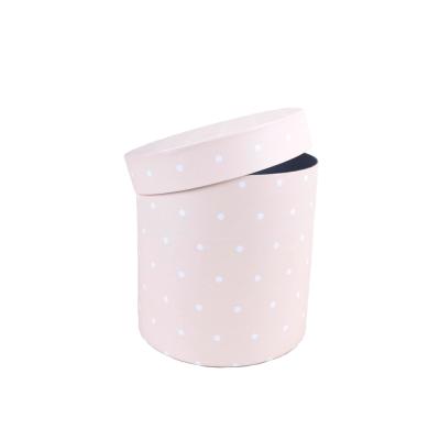Коробка круглая кремовая белый горох