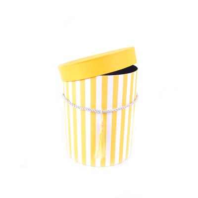Коробка круглая желтая