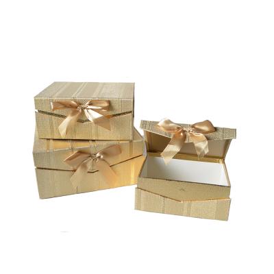 Коробка подарочная прямоугольная золотая