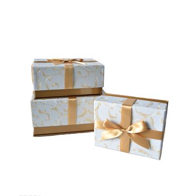 Коробка прямоугольная с бантом голубая