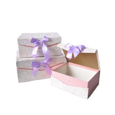Коробка подарочная прямоугольная бежево-сиреневая