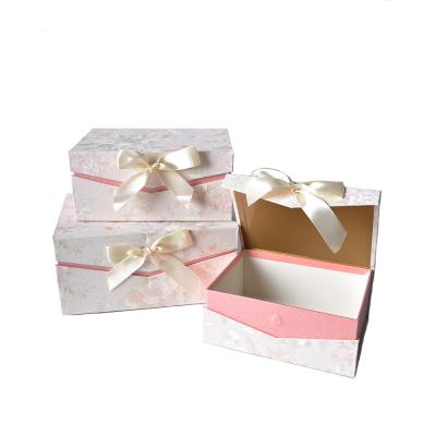 Коробка подарочная прямоугольная бежевая