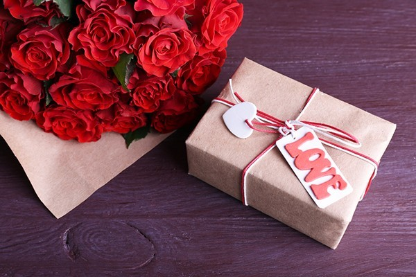 Сюрприз для коханої: як прикрасити квітами квартиру?
