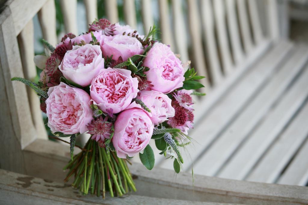 Букет з піоноподібних троянд